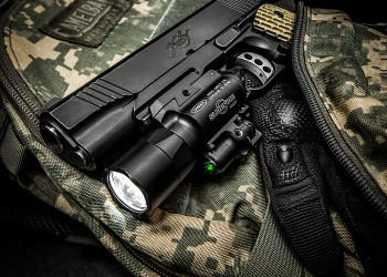 Surefire X400 Ultra Green LaserLED Handgun or Long Gun WeaponLight with Laser